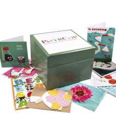photo of Wenskaartenbox Paperclip met inhoud